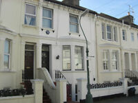 LARGE DOUBLE room with private shower in houseshare between Hove STATION and George st Shops.