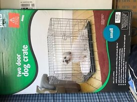 Puppy starter kit! (small dog crate with puppy pads)