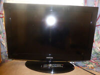 Samsung 32 inch flat screen TV with remote control. LIKE NEW!!