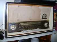 OLD TABLE TOP RADIO
