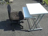 meuble pour ordi avec chaise / desk and chair for computer