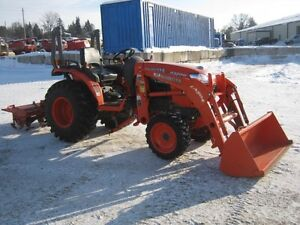 Kubota B3200 Tractor, Loader Cambridge Kitchener Area image 2