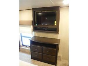 2016 Columbus 340RK Luxury Rear Kitchen 5th Wheel - 3 Slideouts Stratford Kitchener Area image 17
