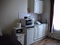 BAYSWATER/NOTTING HILL, IN INVERNESS TERRACE W2, STUDIO FLAT, BEST LOCATION IN CENTRAL LONDON