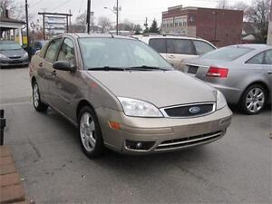 2005 Ford Focus SES  Leather Sunroof Low Km Clean Heated Seats