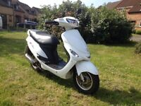 2012 Peugeot V clic vclic 50cc scooter moped white low mileage