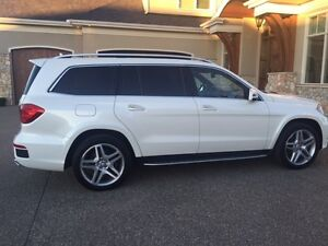 2013 Mercedes-Benz GL550 SUV in Mint Condition