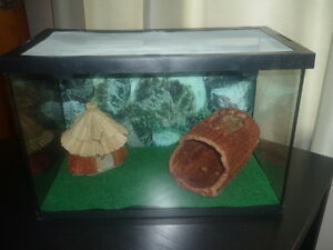 TERRARIUM EQUIPPED FOR REPTILE OR SMALL RODENT