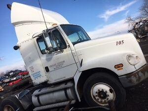 1999 FREIGHTLINER FL 112 Parting out