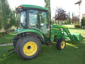 J.D. tractor 3720, Cab, FWA, 44HP pre-emission Loader & Bucket