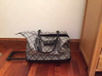 Women's Moda Suitcase / Holdall Trolley with wheels. Grey.