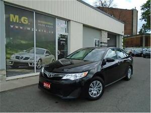 2014 Toyota Camry LE w/Heated Seats/Bluetooth/Backup Camera