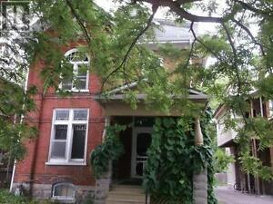2 Bedrooms + Den, walking distance to downtown, $850/month++