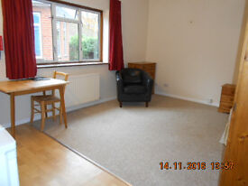 Spacious, Clean Bedsit-room in FLEET, near FARNBOROUGH, Hants, for Absolute Non-Smoker only.