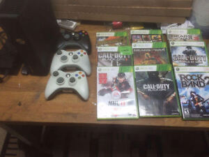 Xbox 360 + 9 games + 3 controllers - Call of Duty