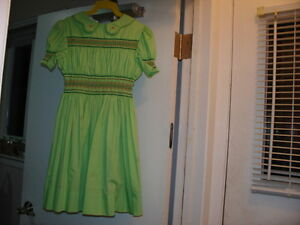 Girl's Embroidered/Smocked dress, Green