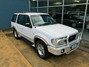 1999 Ford Explorer XLT (4x4) White 5 Speed Automatic 4x4 Wagon Hobart CBD Hobart City Preview