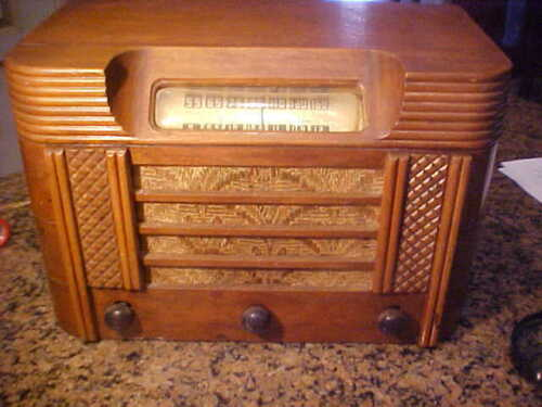 """Vintage RCA ?  """"Amateur Experimental Radio"""" Wood Cabinet-Works with some Static"""