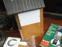 HIDDEN COLOUR CAMERA - OAKDALE 2 IN 1 CAMERA BIRD NEST BOX / CAMERA FEEDER