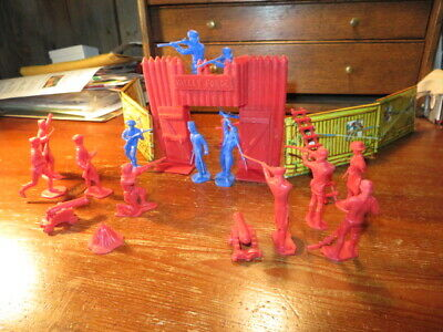 Vintage Valley Forge Ideal playset, 24 pieces, gate, walls, men cannon, etc