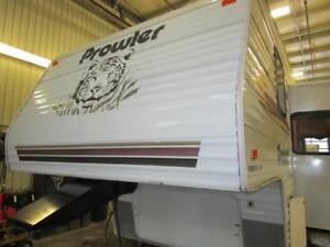2004 PROWLER 255BHS - SMALL FIFTH WHEEL!
