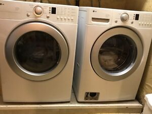 Moving - Front load LG Washer Dryer - Laveuse/Secheuse LG