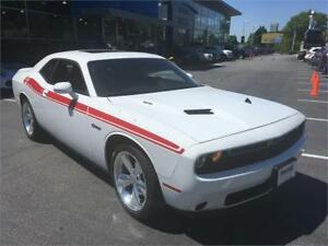 2016 Dodge Challenger R/T white HEMI low km's RT