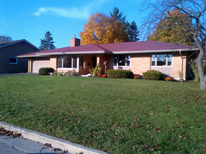 JUST LISTED - BUNGALOW IN TILLSONBURG