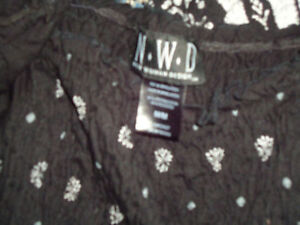 Ladies size Medium Peasant Style Short Sleeve Shirt Kingston Kingston Area image 3