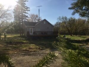 Stead, Manitoba Beautifully renovated, 2 Bedroom,  10 acre home.