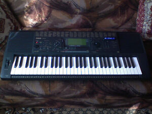 YAMAHA Synthesizer Keyboard PSR-520