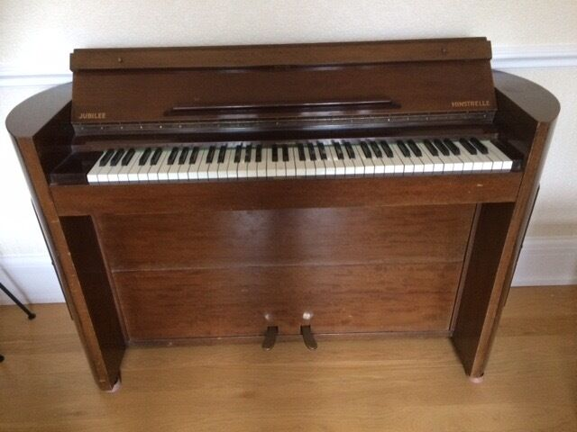 Jubilee minstrelle upright piano for sale 6 octaves for Small upright piano dimensions