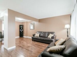 Absolutely Stunning 3 B/R Condo T/House At Northpark/Mackay  St