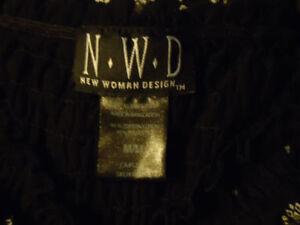 Ladies size Medium Peasant Style Short Sleeve Shirt Kingston Kingston Area image 4