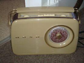 Vintage bakelite style FM MW & LW retro Bush radio TR82/97