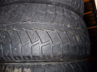 4 pneus d'hiver 215/65/16 Uniroyal Tiger Paw Ice and Snow II
