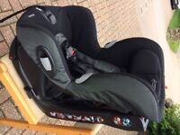 Maxi Cosi Axiss Car Seat, suitable for child age 9 months up to 4 years. Excellent condition.