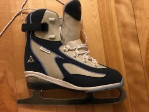 Ladies recreational skates. Size 10