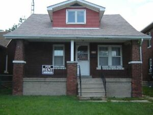 COMPLETLY RENOVATED 5 BEDROOM HOUSE-5 MIN TO U OF W