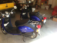 Reduced Yamaha scooter vino 50cc set of 2 /custom trailer