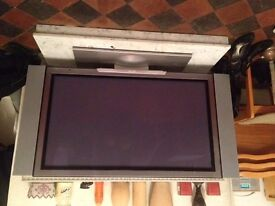 Good HITACHI TV - working order 42'' screen - Bargain