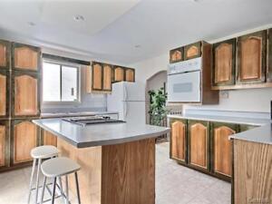 Armoires de cuisine en bois + comptoirs