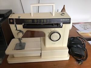 SINGER 7110 SEWING MACHINE & FOLDOUT SEWING CHEST VGC