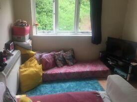 Large Studio Flat Separate Sleeping Area & Kitchen