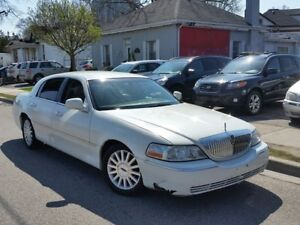2003 Lincoln Town Car Executive w/Lvry Pkg
