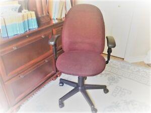 Chaise de bureau, couleur bourgogne, avec roulettes
