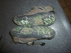KEEN outdoor shoes, youth size 4 Kitchener / Waterloo Kitchener Area image 2