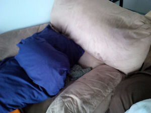 Recliner Love Seat and Lazy Boy in great condition London Ontario image 1