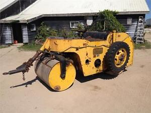 Portable, Towable Self Propelled Smooth Drum Packer