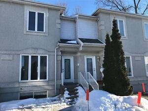 2+1 Bedroom House for Rent Vaudreuil - Maison a Louer